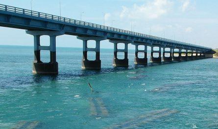 Мост через море