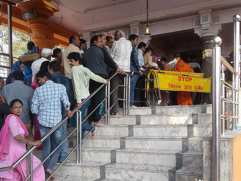 Индуисты в храме
