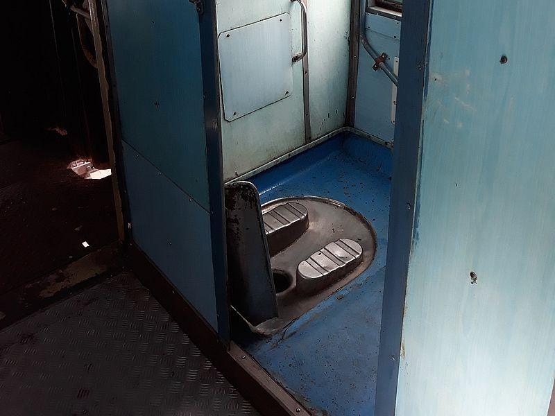 Поезд туалет в Индии
