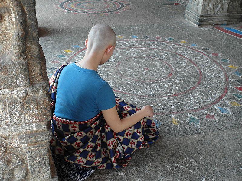 Медитируя в храме