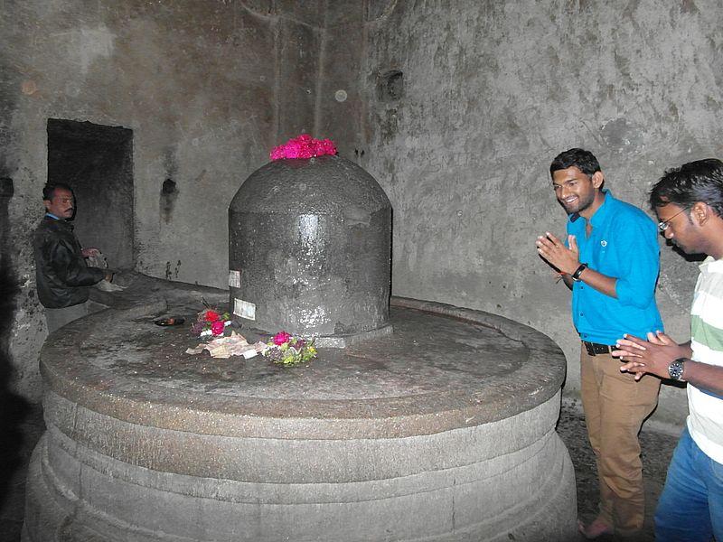 Поклонение лингаму