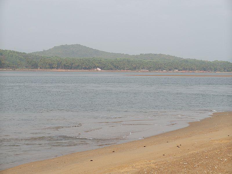 Река в Гокарне