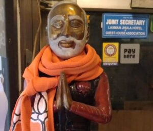 Статуя Моди Джи