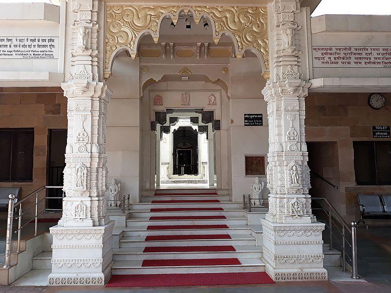 Вход в святилище храма