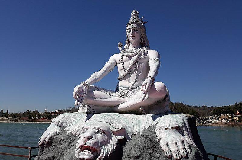 Статуя Шивы в Ришикеше
