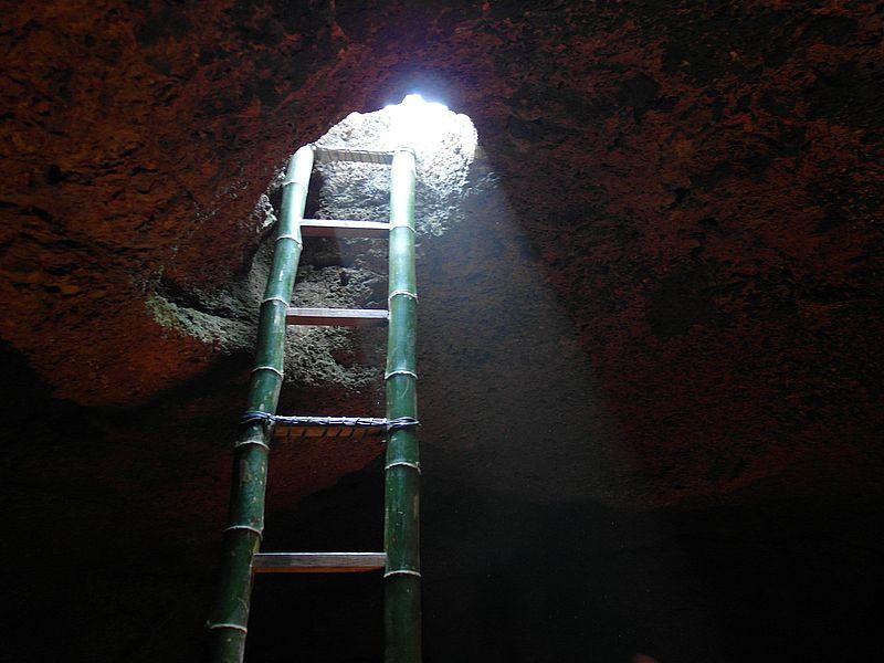В пещере Шивы
