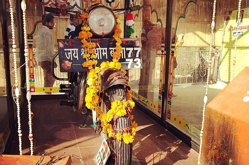 Bullet Baba Temple: храм с мотоциклом в алтаре