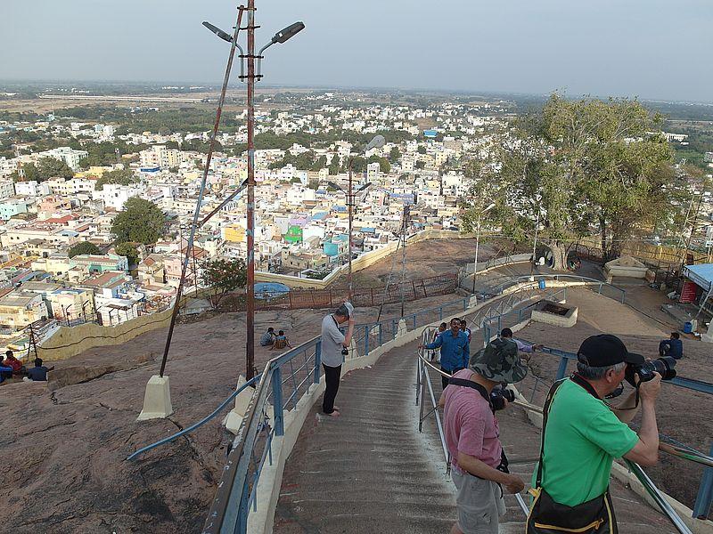 Лестница к храму на скале