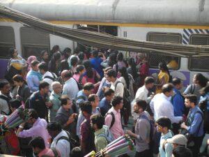 Столпотворение в метро Мумбаи