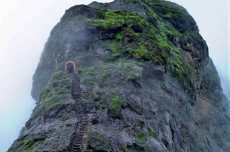 Форт Харихар: скала с каменными ступенями