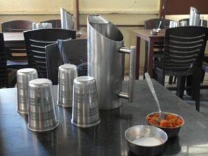 Столик в индийском кафе