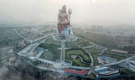 статуя Шивы в Натхдваре